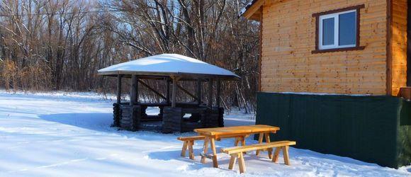 База отдыха расположена неподалеку от х. Вертячий, в 40 км от г.Волгограда, в живописной пойме реки Дон.