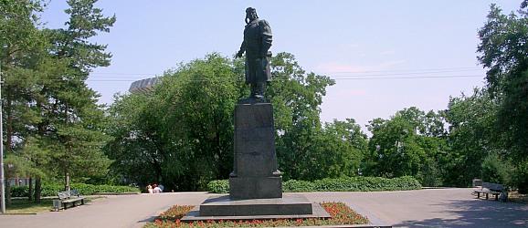 Памятник летчику Хользунову. Центральный район г.Волгограда