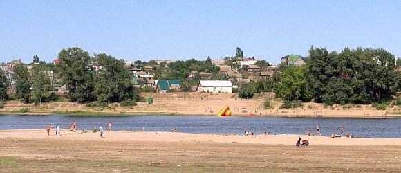Пляж в Средней Ахтубе на реке Ахтуба