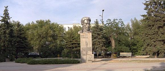 Памятник Якову Свердлову установленный на одноименной площади.