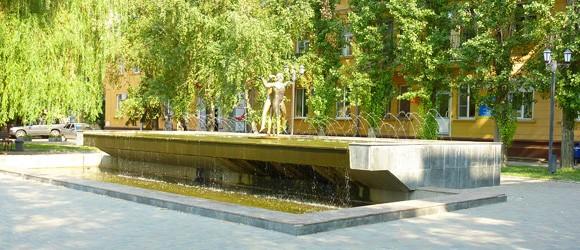 «Фонтан Влюбленных» открыт 14 октября 2005 года в Волгограде . Он расположен по улице Мира, на месте  где  до 60-х годов был фонтан  «Каменный цветок» .