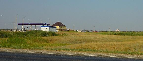 Сероводородная артезианская скважина № 6 расположена на территории землепользования ОПХ «Качалинское», на 52 км трассы Волгоград-Москва, в 100 м справа от неё.