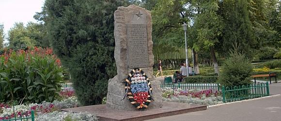 Здесь на Сталинградской земле в 1942-43 годах героически сражались  воины 112 298 308  Сибирских 35 Гвардейской  стрелковых дивизий .