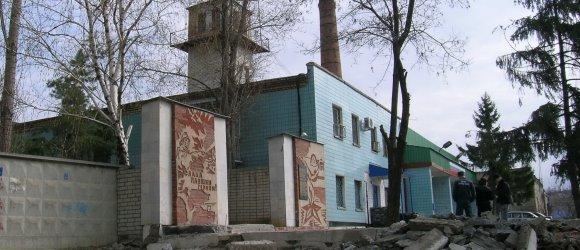 Памятный знак во славу павшим героям, расположен рядом с пожарной частью в Тракторозаводском районе г.Волгограда