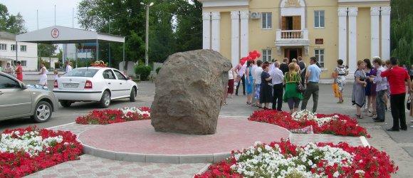 Хоперским казакам, основавшим станицу Кумылженскую.