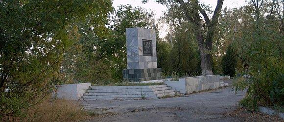 В блиндаже на берегу Волги в 1942 году 4 героя-связиста 138-й стрелковой дивизии  в течение 6 недель упорно удерживали пункт связи и не пропустили немецко-фашистских захватчиков.