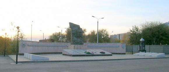 Памятник воинам Волгоградского гарнизона, погибшим в боях на территории Чечни, установлен 1 ноября 1996 года на проспекте Жукова в Дзержинском районе г.Волгограда
