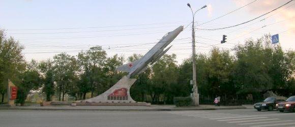 Памятник «Самолет МиГ-21» находится возле бывшего Высшего Качинского летного училища в Дзержинском районе г.Волгограда