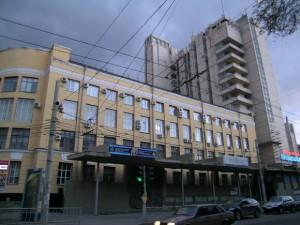 Фасад и центральный вход