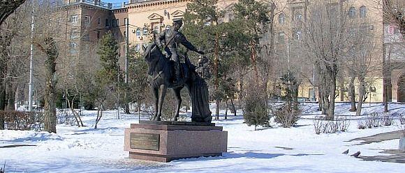 Скульптурная композиция установленная в парке набережной Волгограда.