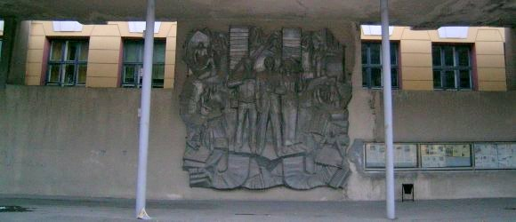 Барельефная композиция, посвященная журналистам. Центральный район г.Волгограда