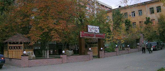 Кафе «Кавказская пленница» с летней площадкой. Центральный район г.Волгограда