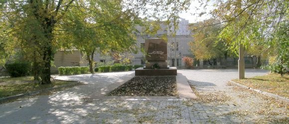 Мемориал войнам и мирным жителям в сквере им. 8 марта. Центральный район г.Волгограда