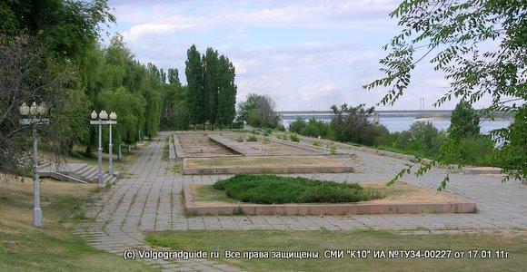 Фонтан у панорамы «Разгром немецко-фашистских войск под Сталинградом».
