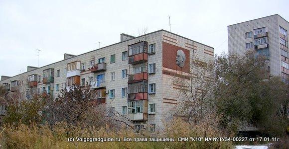 Барельеф В.И.Ленина  на стенке дома в Красноармейском районе г.Волгограда