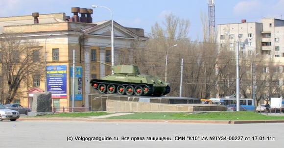 Одна из этих боевых машин т-34 стоит на постаменте в центре площади Дзержинского, перед центральной проходной завода.