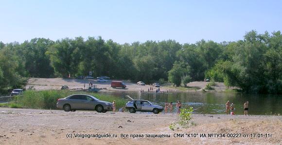 Дикий пляж на речке Верблюд в Волго-Ахтубинской пойме.