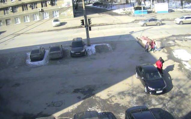 On-line web камера расположена  вблизи перекрестка ул. Коммунистическая и 7-я Гвардейская.