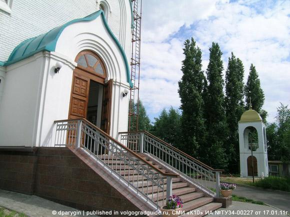 Новожизненский храм Воскресения на Солдатском поле