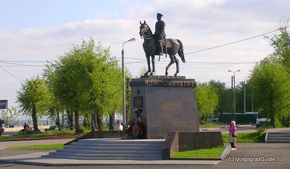 Памятник Рокоссовский